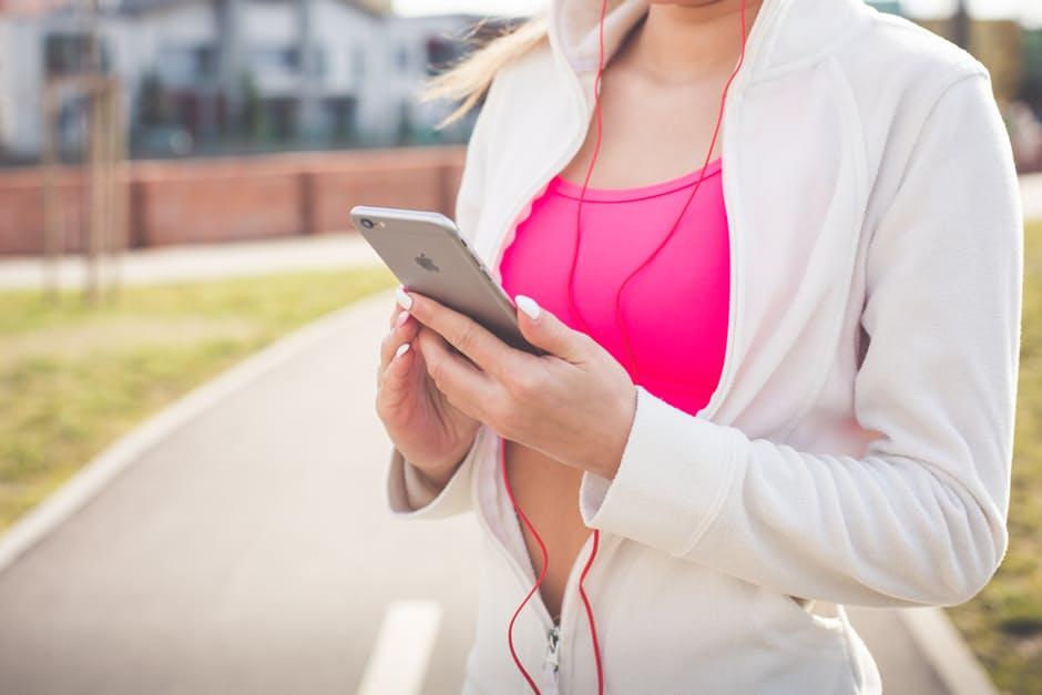 Femme running sport smartphone appli running